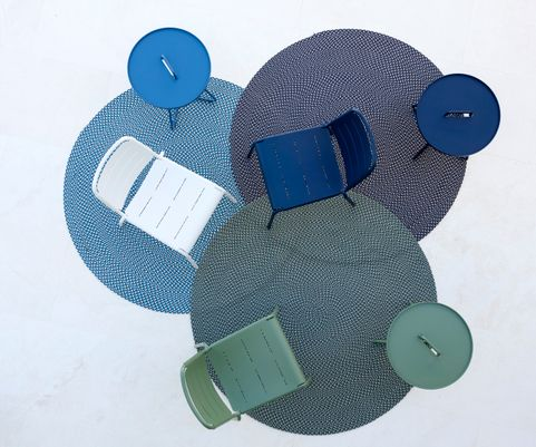 Defined_carpets_round_On-the-move_tables_Copenhagen_citychair_1_f7